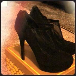Black velvet Jessica Simpson heels